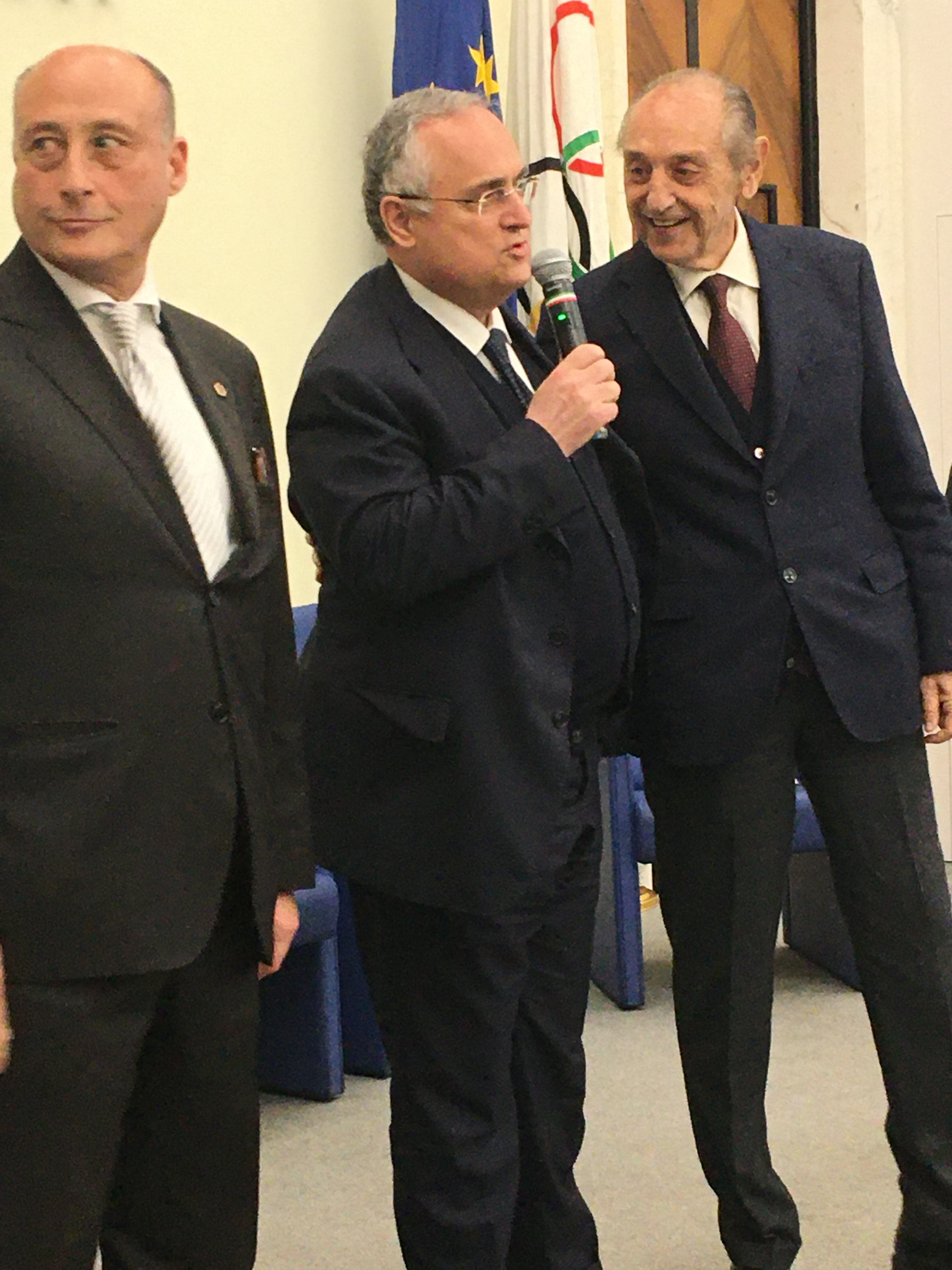 Il Presidente Lotito tra il presidente della Polisportiva Lazio Antonio Buccioni ed il presidente onorario della Polisportiva Lazio.