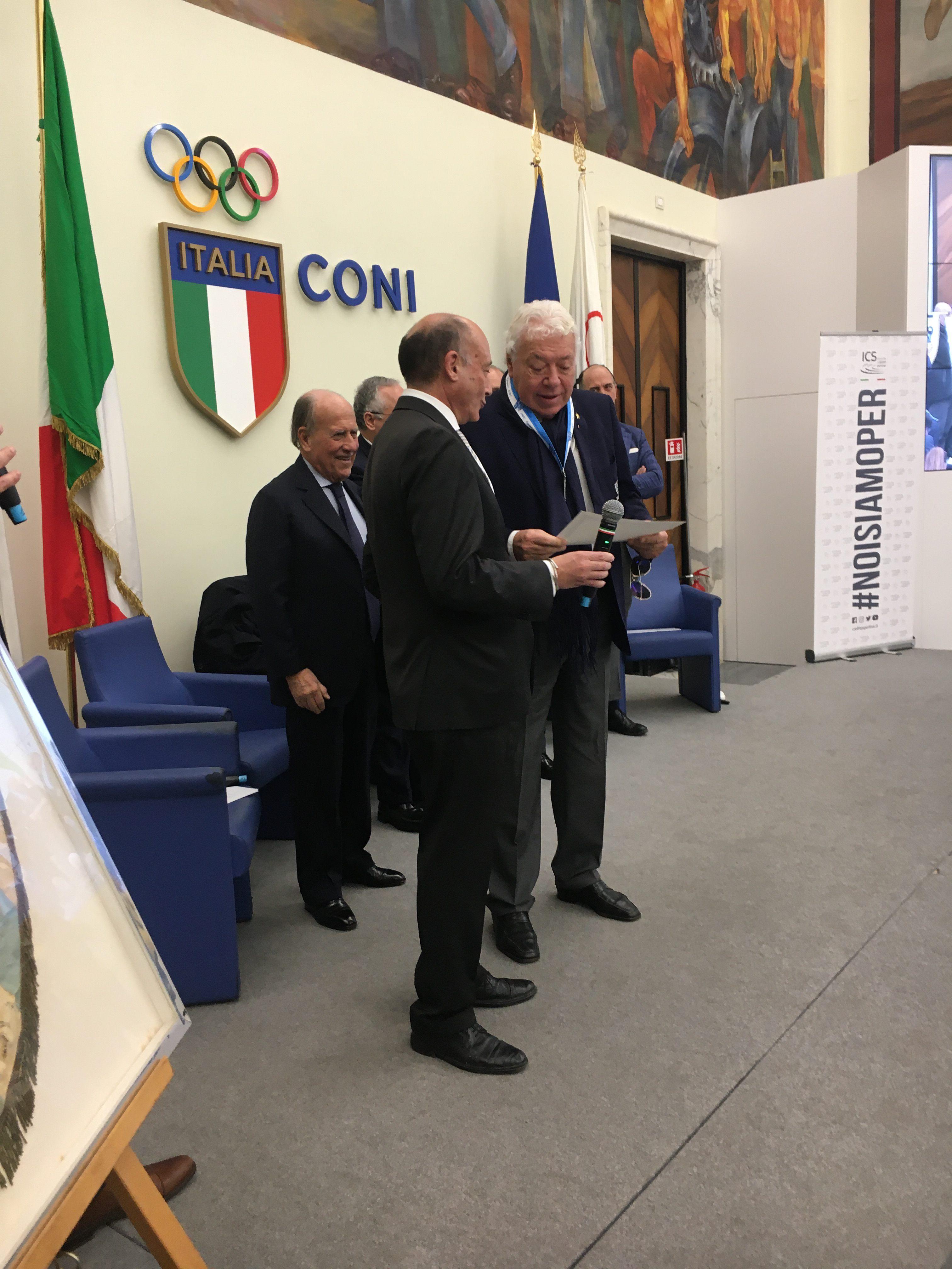 Premiazione di Nicola Pietrangeli, ottantaseienne.