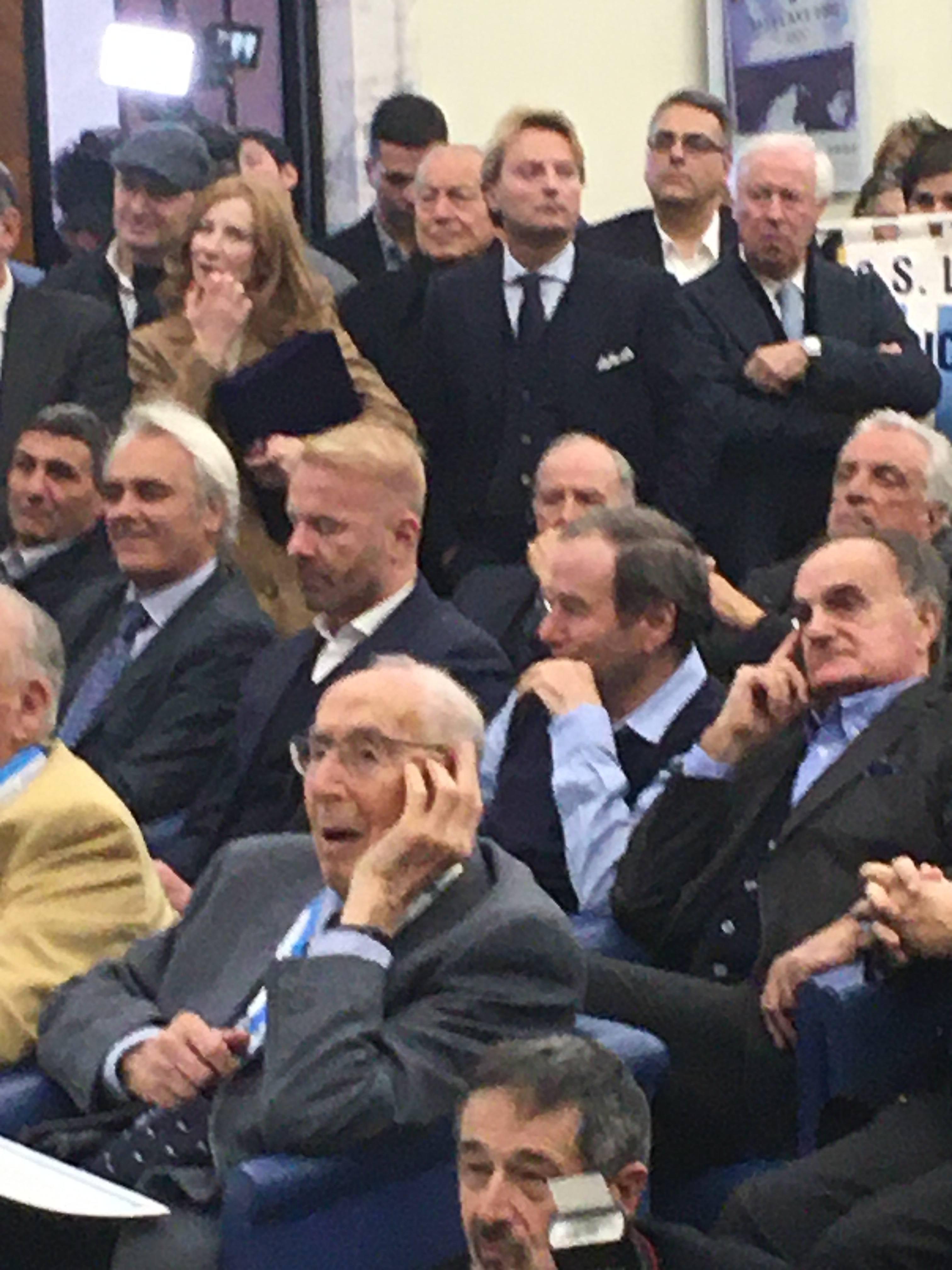 Scorcio della sala del Coni: si notano Wilson, Oddi, Tare, Giordano, De Martino
